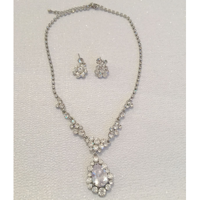 SALE ITEM - crystal chic drop necklace set