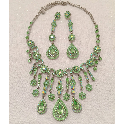 SALE ITEM - LARGE STATEMENT NECKLACE SET - PERIDOT GREEN - (515)