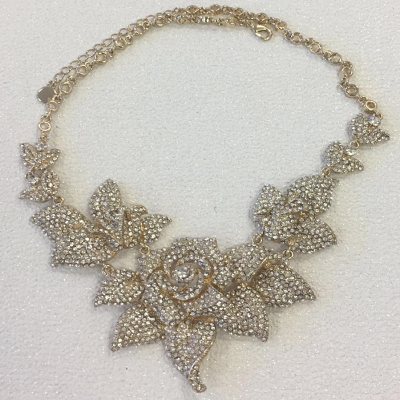 LUXE CRYSTAL ROSE NECKLACE - GOLD