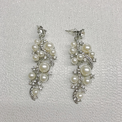 SALE ITEM - PEARL DROP EARRINGS - CLEAR (47)